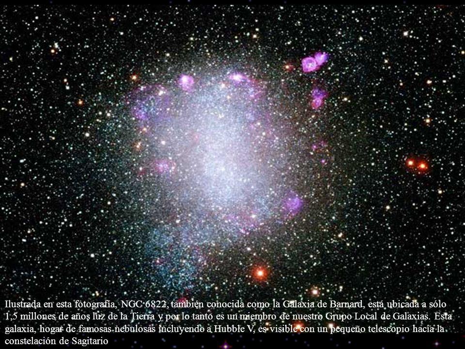 Ilustrada en esta fotografía, NGC 6822, también conocida como la Galaxia de Barnard, está ubicada a sólo 1,5 millones de años luz de la Tierra y por l