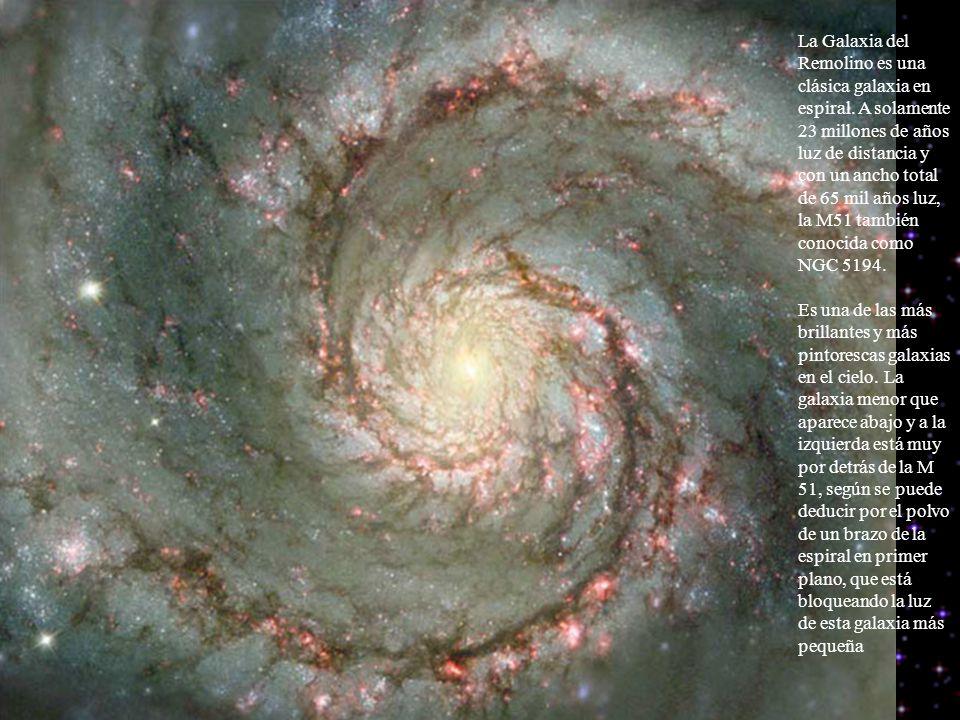 La Galaxia del Remolino es una clásica galaxia en espiral. A solamente 23 millones de años luz de distancia y con un ancho total de 65 mil años luz, l
