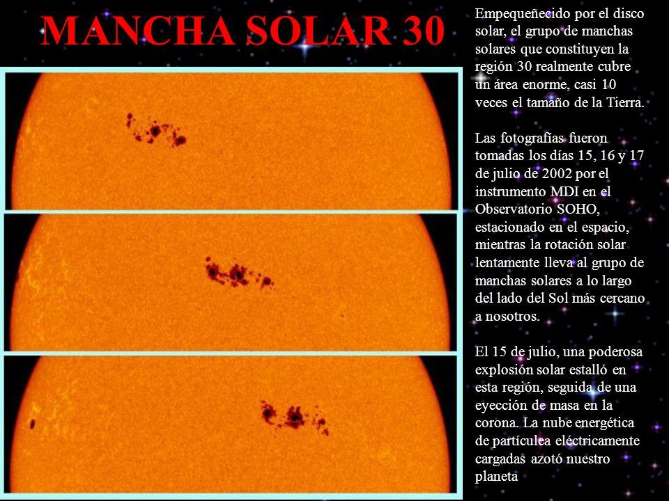 Empequeñecido por el disco solar, el grupo de manchas solares que constituyen la región 30 realmente cubre un área enorme, casi 10 veces el tamaño de