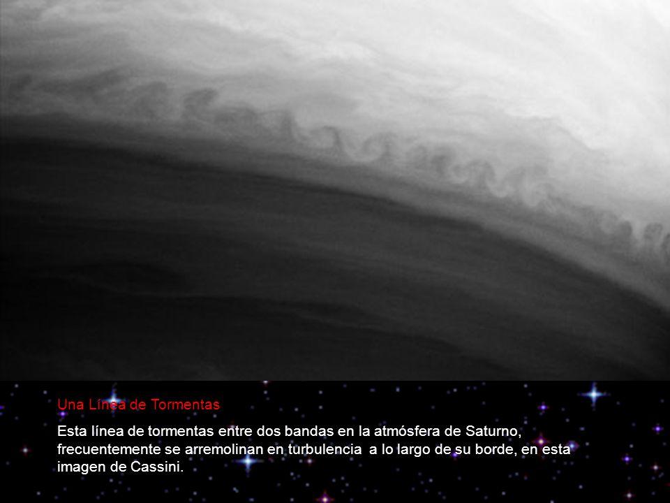 Una Línea de Tormentas Esta línea de tormentas entre dos bandas en la atmósfera de Saturno, frecuentemente se arremolinan en turbulencia a lo largo de su borde, en esta imagen de Cassini.