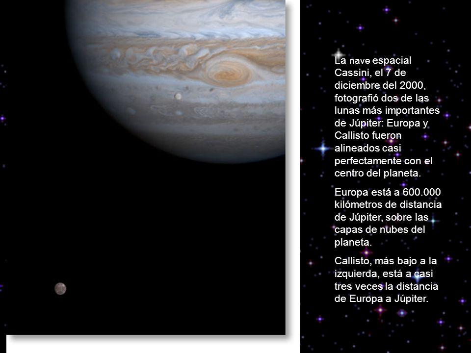 La nave espacial Cassini, el 7 de diciembre del 2000, fotografió dos de las lunas más importantes de Júpiter: Europa y Callisto fueron alineados casi perfectamente con el centro del planeta.