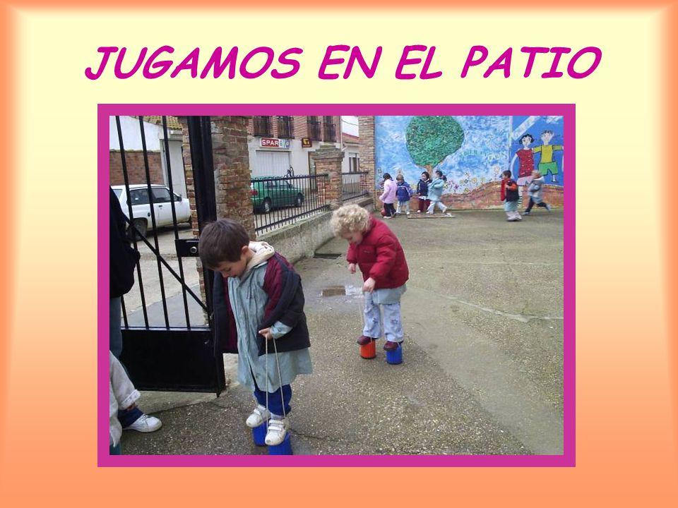 JUGAMOS EN EL PATIO