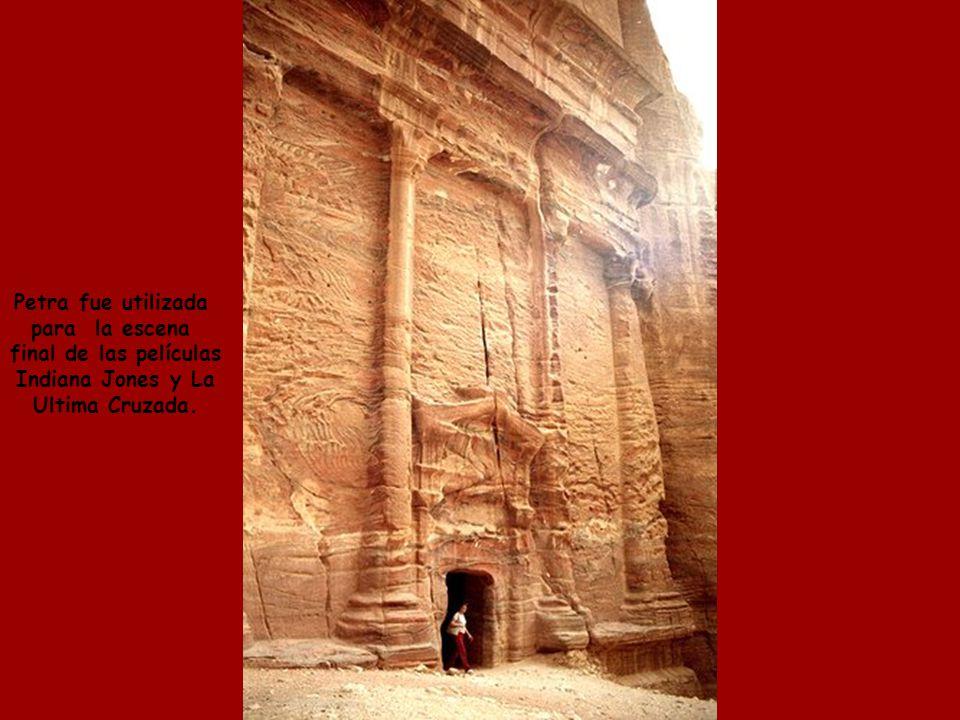 A lo largo del tiempo, el viento ha dejado su contribución, esculpiendo bellísimos formas en las montañas de roca calcárea.