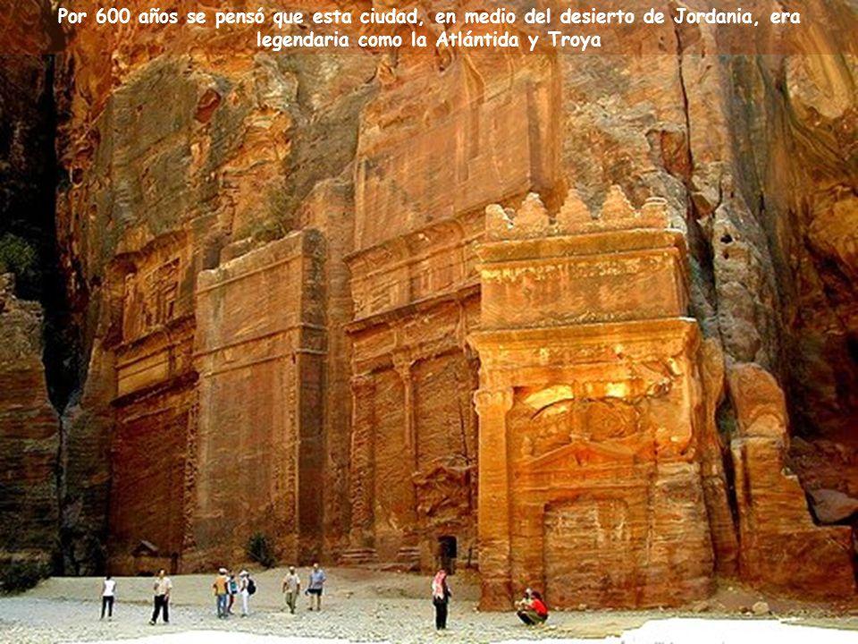 Música: Helwa Ya Baladi (Mi País es Hermoso ) Canta: Dalidá Ciudad de Petra, en Jordania Una de las 7 Nuevas Maravillas del Mundo