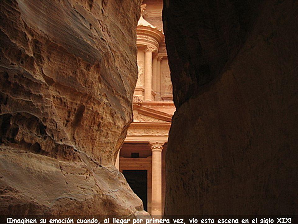 El explorador suizo que logró encontrarla tuvo que recorrer sendas impresionantes como esta, entre montañas de piedra.