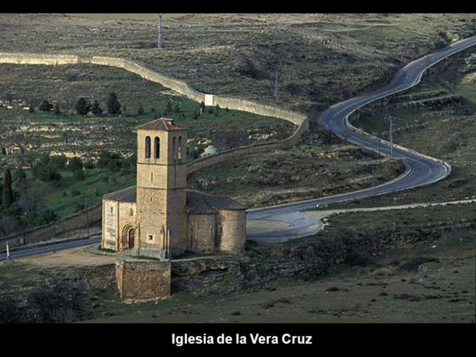 EL ROMáNICO EN SEGOVIA Segovia capital cuenta con una veintena de iglesias románicas, entre otros estilos. Juntamente con su provincia, Segovia tiene