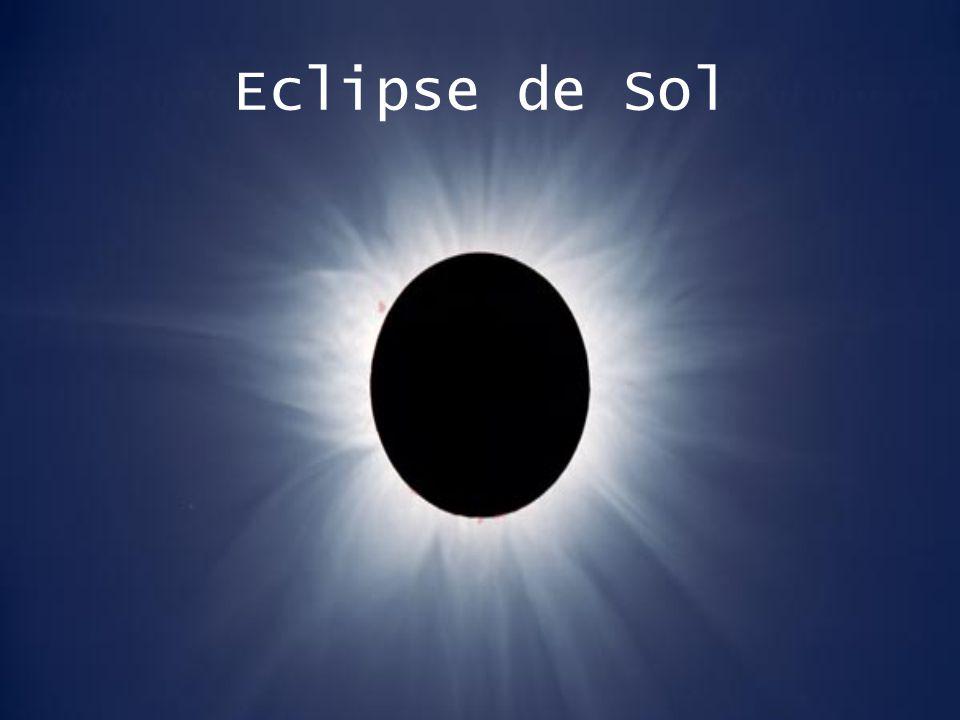 Una condición indispensable para que tenga lugar un eclipse de Sol es que este astro, junto con la Luna y la Tierra (en ese orden), se encuentren ubicados en una misma línea del espacio.
