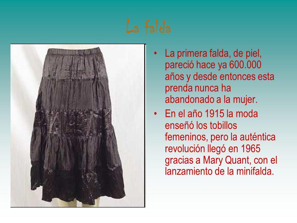 La falda La primera falda, de piel, pareció hace ya 600.000 años y desde entonces esta prenda nunca ha abandonado a la mujer. En el año 1915 la moda e