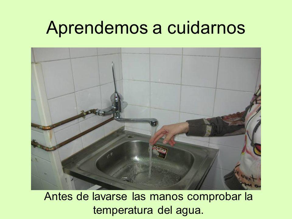 Aprendemos a cuidarnos Antes de lavarse las manos comprobar la temperatura del agua.