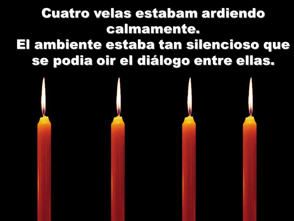 Cuatro velas estabam ardiendo calmamente.