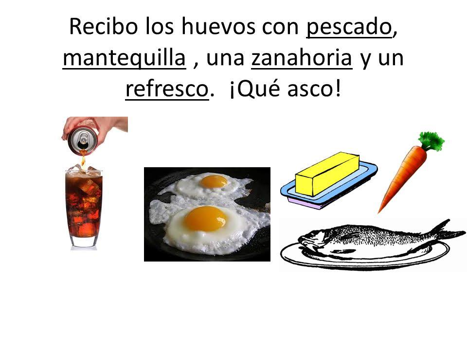 Recibo los huevos con pescado, mantequilla, una zanahoria y un refresco. ¡Qué asco!