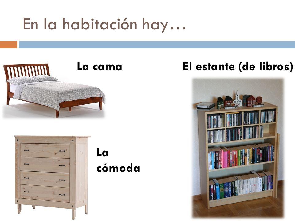 En la habitación hay… El estante (de libros)La cama La cómoda