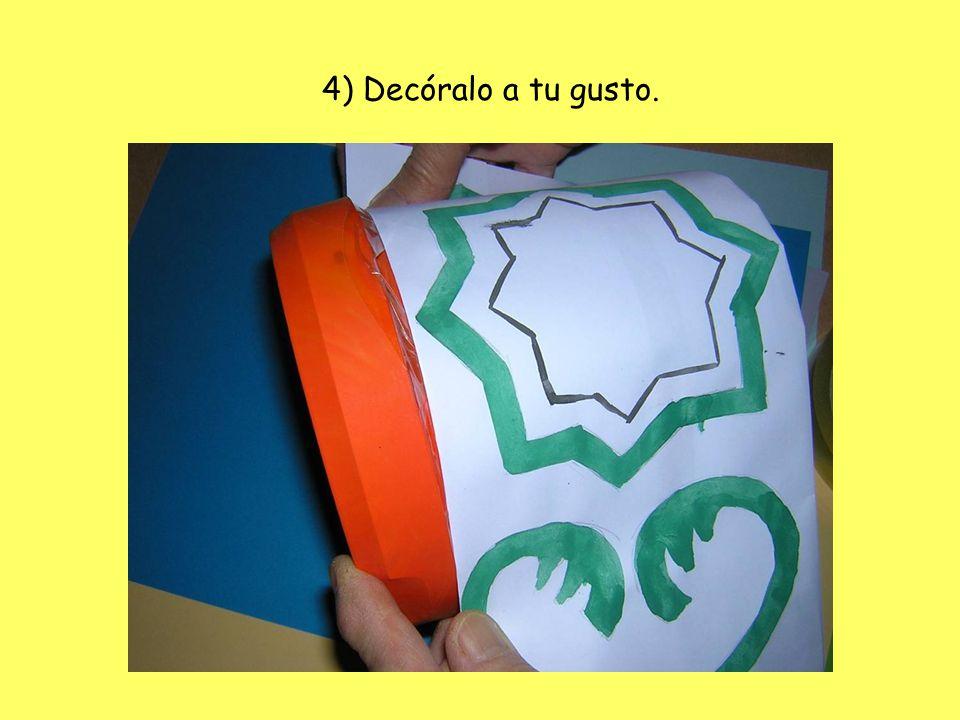 3) Coloca las gomas rodeando la caja en su parte más larga.