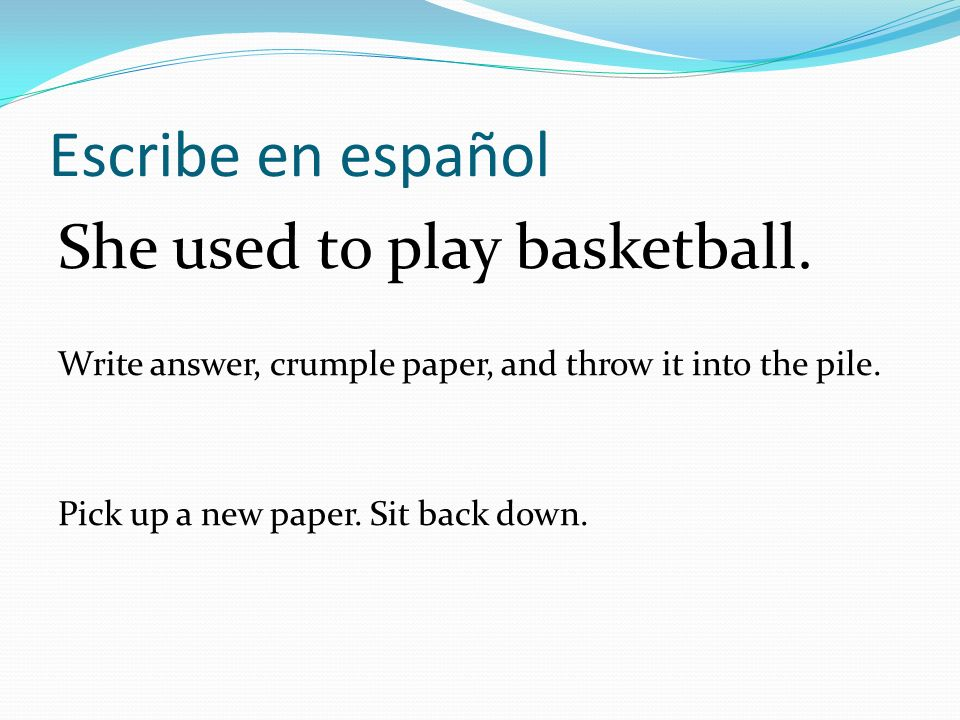 Escribe en español She used to play basketball.