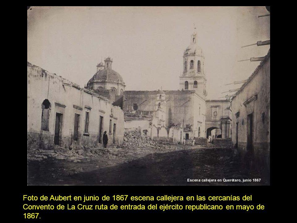 3d72d485580bc6 2 Foto de Aubert en junio de 1867 escena callejera en las cercanías del  Convento de La Cruz ruta de entrada del ejército republicano en mayo de  1867.